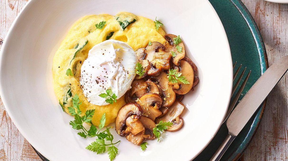 Spinach, Poached Eggs and Mushrooms with Crumpets